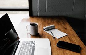 仕事を効率化するには?その方法やおすすめのツール・習慣を解説